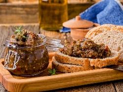 Кьопоолу с патладжан, зелени и червени чушки, чесън и орехи - снимка на рецептата
